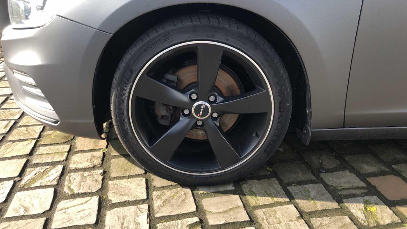 Volvo S60 D3 136pk AUT Momentum R-design, wagen is gewrapped in donker grijs!!! 10/11