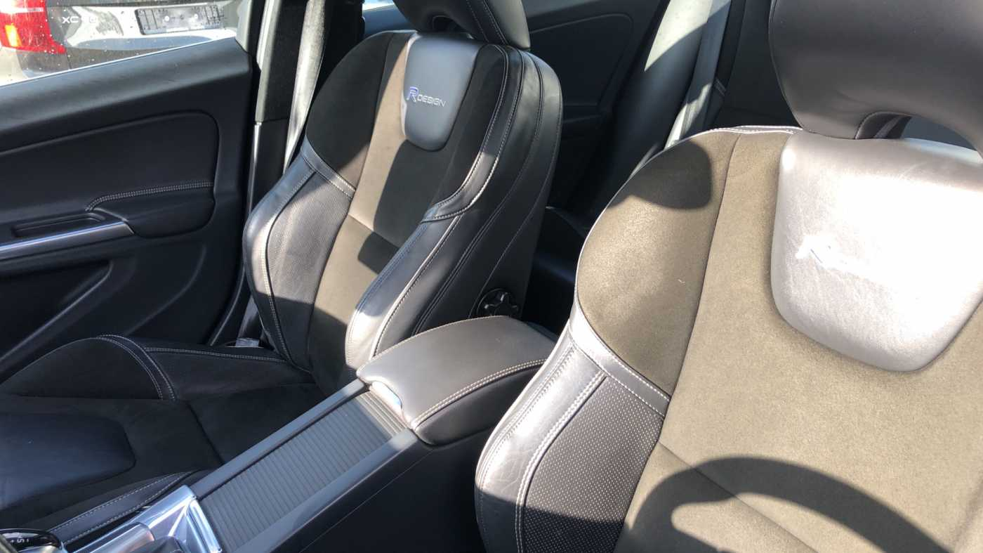 Volvo S60 D3 136pk AUT Momentum R-design, wagen is gewrapped in donker grijs!!! 11/11