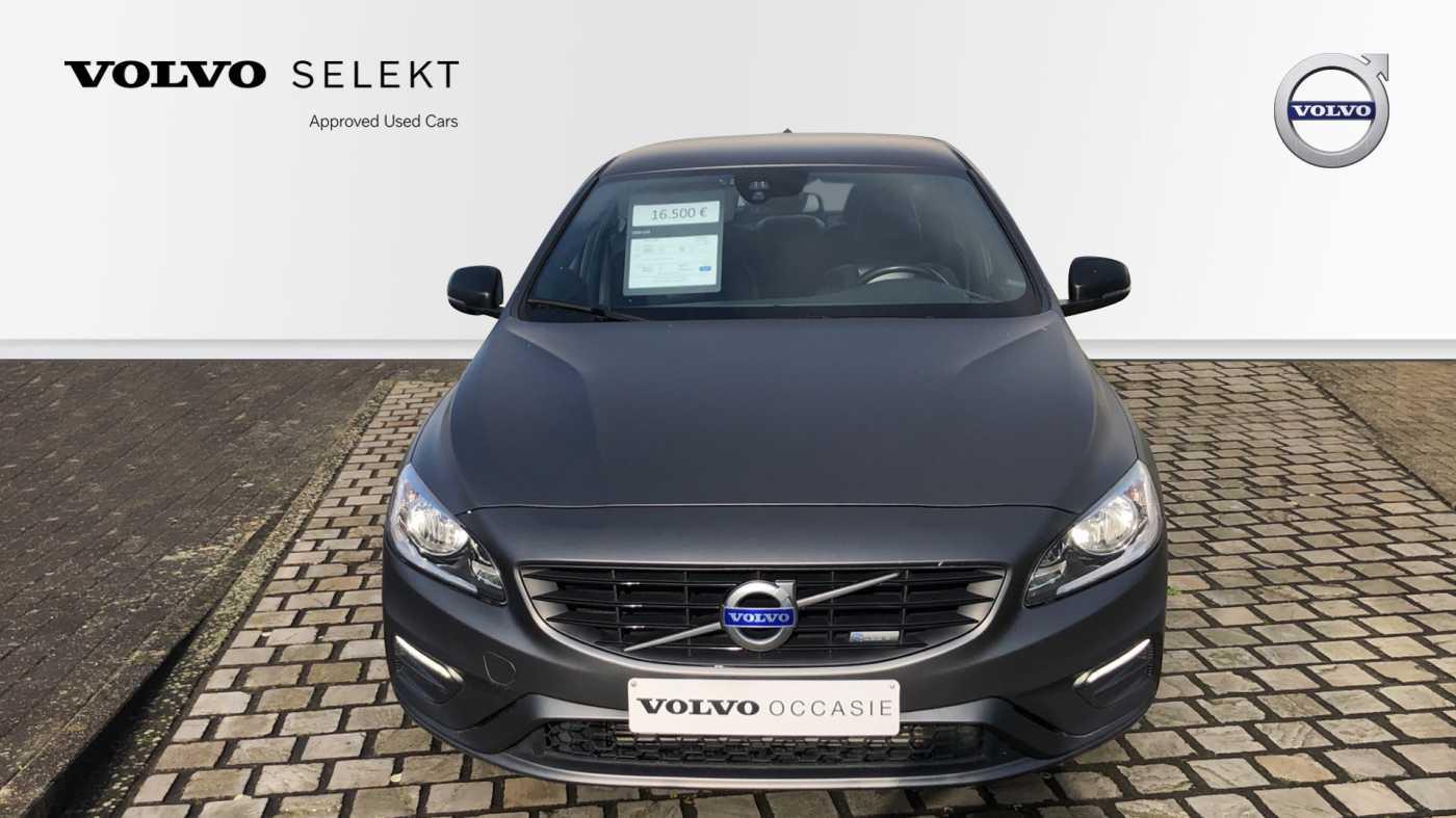 Volvo S60 D3 136pk AUT Momentum R-design, wagen is gewrapped in donker grijs!!! 3/11