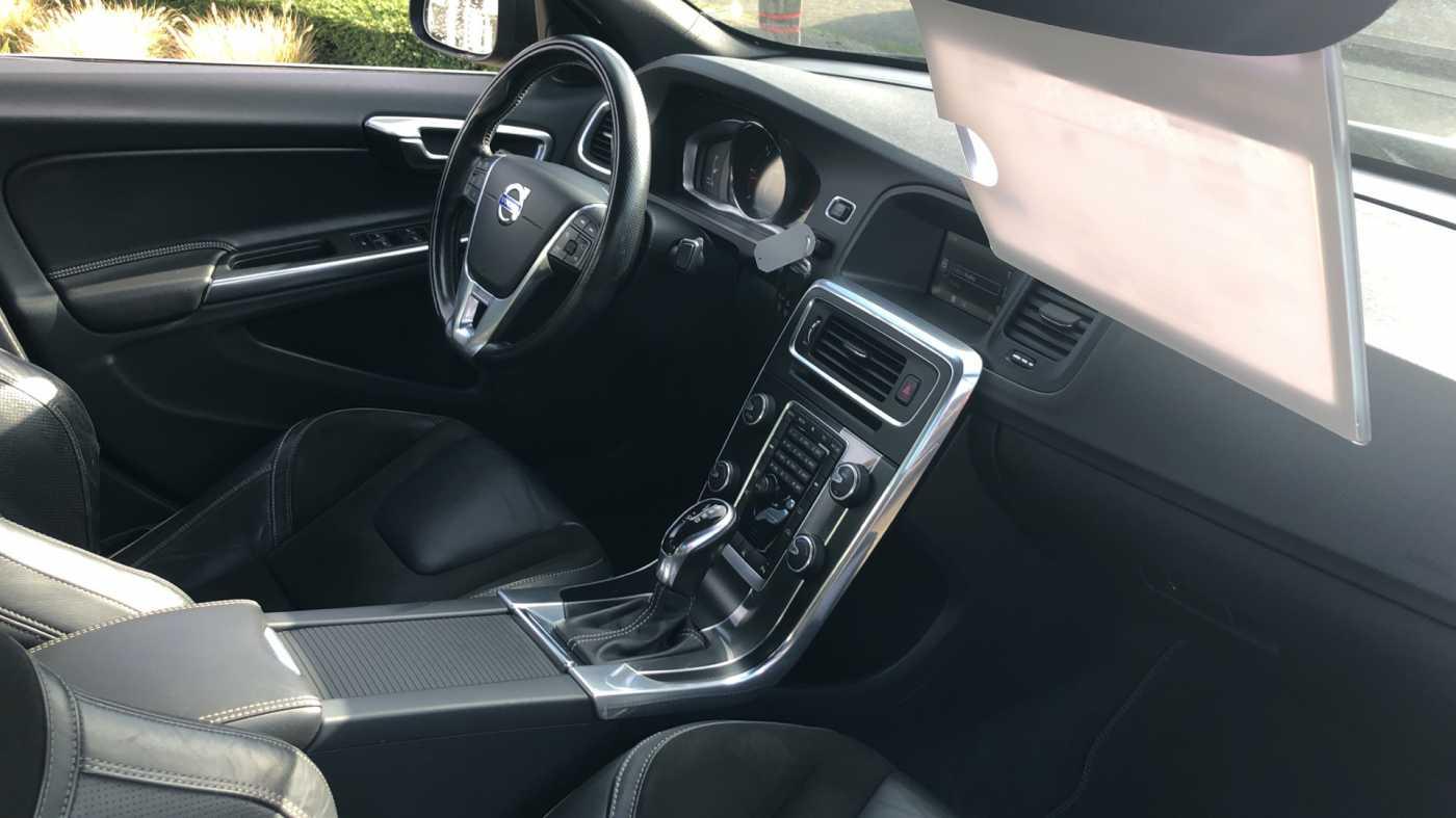 Volvo S60 D3 136pk AUT Momentum R-design, wagen is gewrapped in donker grijs!!! 5/11