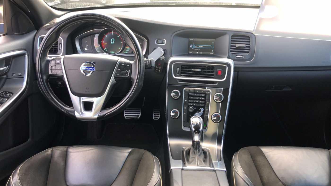 Volvo S60 D3 136pk AUT Momentum R-design, wagen is gewrapped in donker grijs!!! 8/11