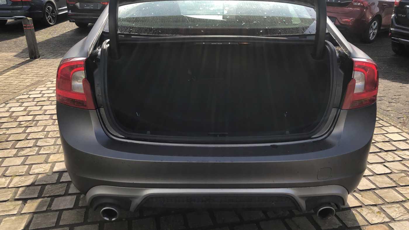 Volvo S60 D3 136pk AUT Momentum R-design, wagen is gewrapped in donker grijs!!! 9/11