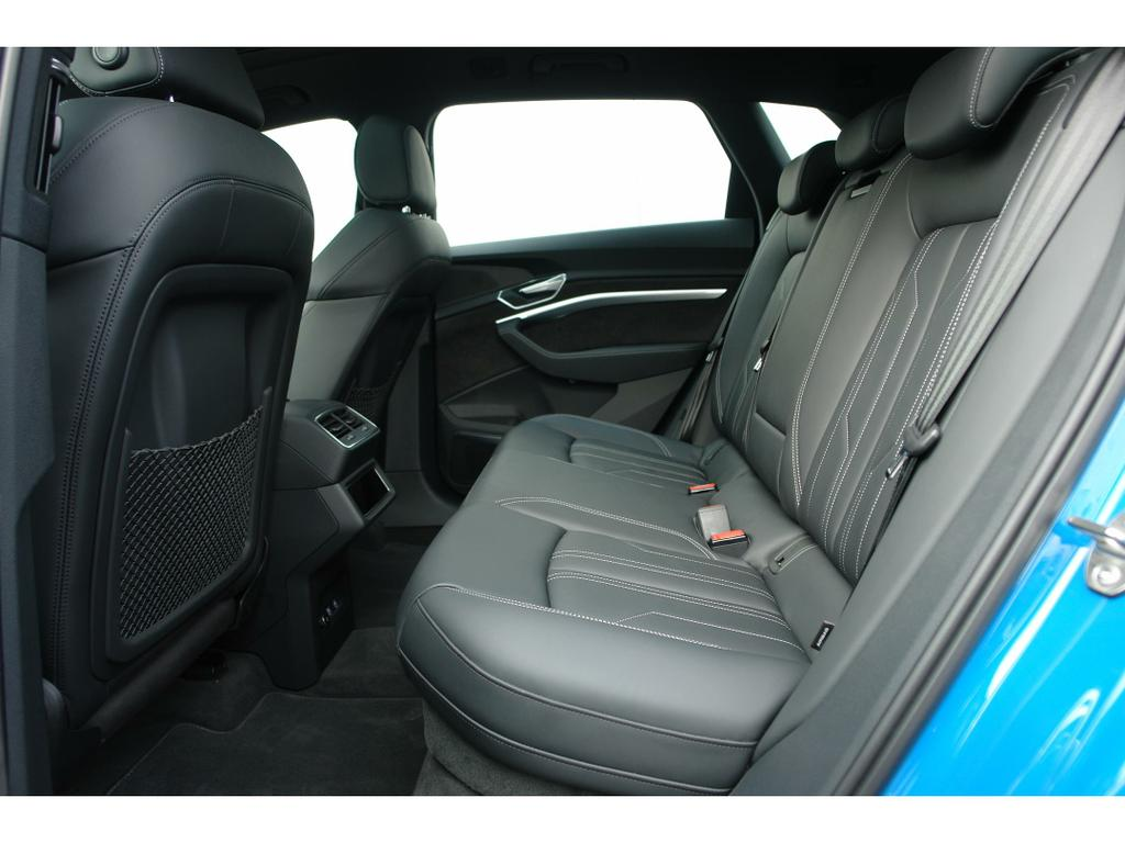 Audi E-Tron 55 Quattro Advanced (95 kWh) 12/17