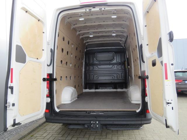 Volkswagen Crafter 2.0 CR TDi L3H3 Automatic-8 6/15
