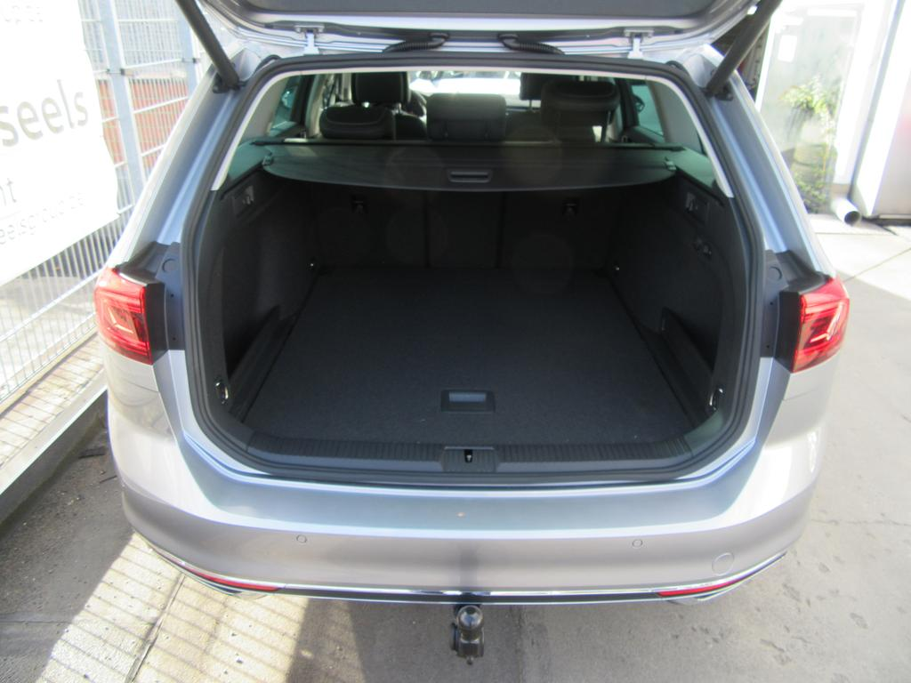 Volkswagen Passat Variant 1.6 TDi SCR Elegance DSG (EU6.2) 20/22