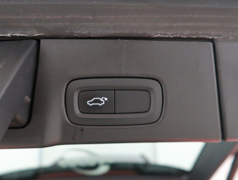 Volvo V90 2.0 D4 MOMENTUM GEARTRONIC/NAVI/FULL LED/JA17/PDC 18/20