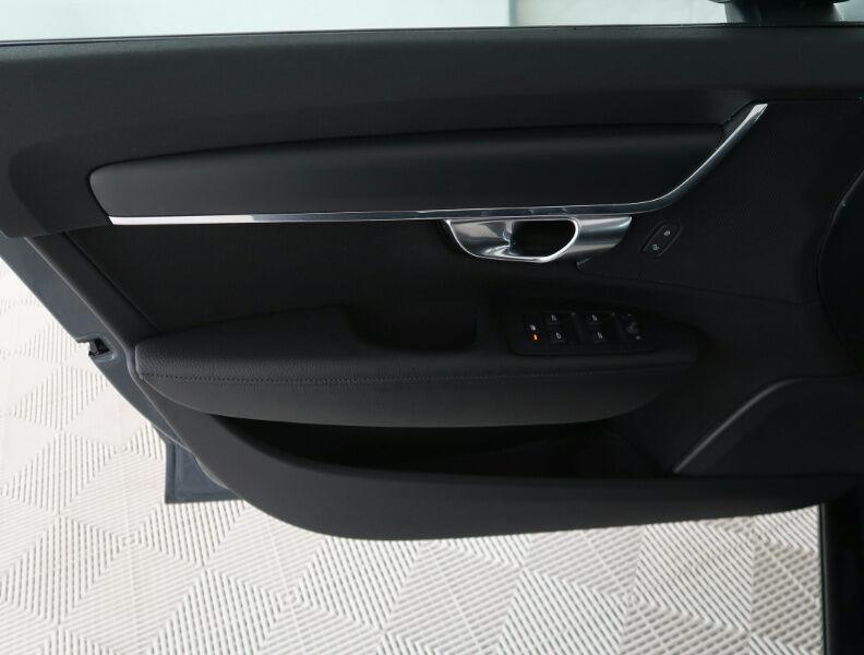 Volvo V90 2.0 D4 MOMENTUM GEARTRONIC/NAVI/FULL LED/JA17/PDC 17/20