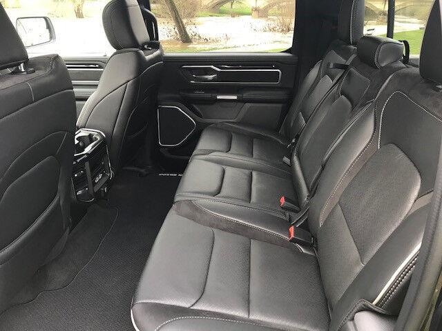 Dodge RAM 1500 Laramie Crew Cab Night Edition