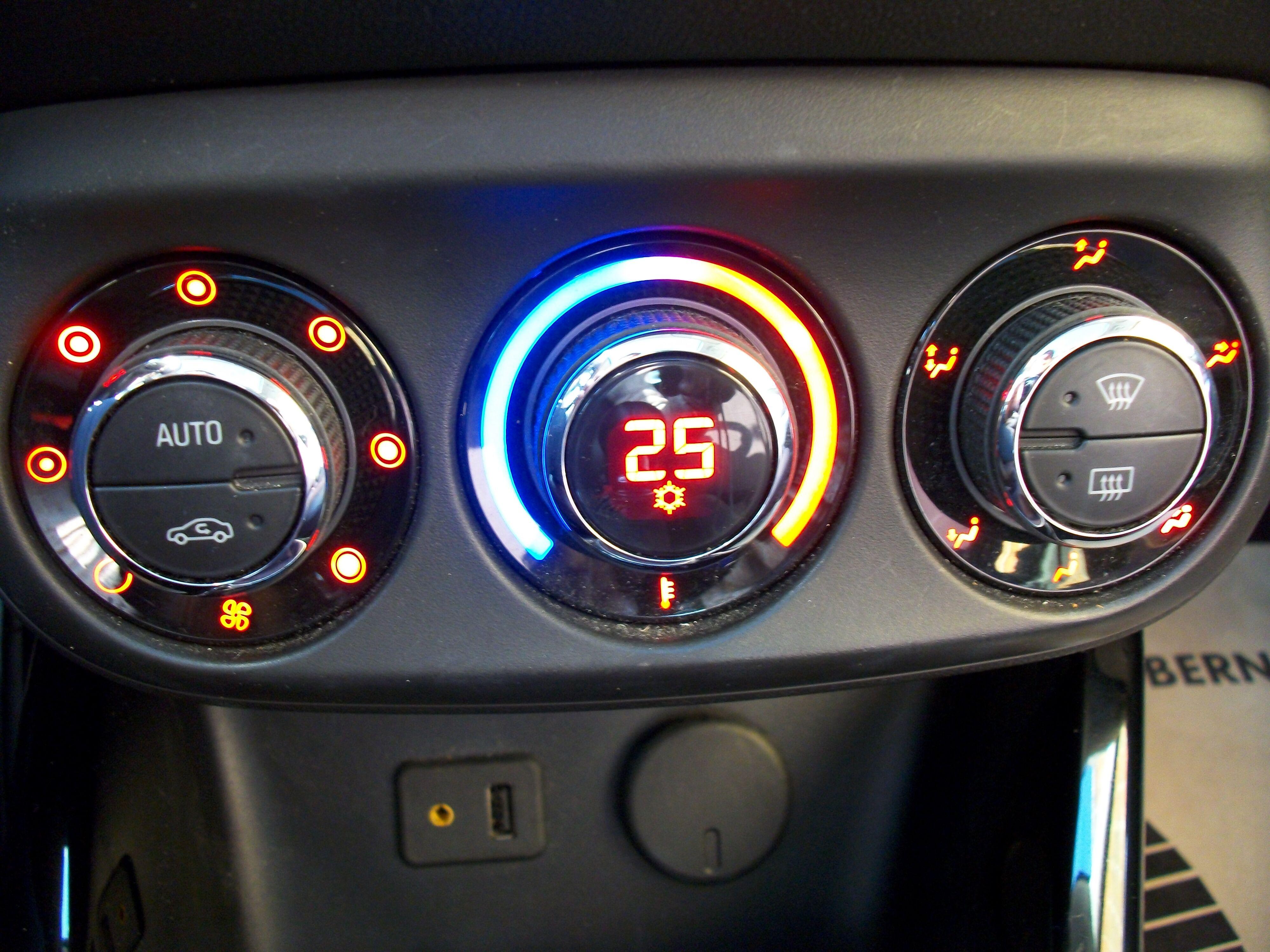 Opel ADAM SLAM 1.2 Benz. - weinig kilometers 4/12