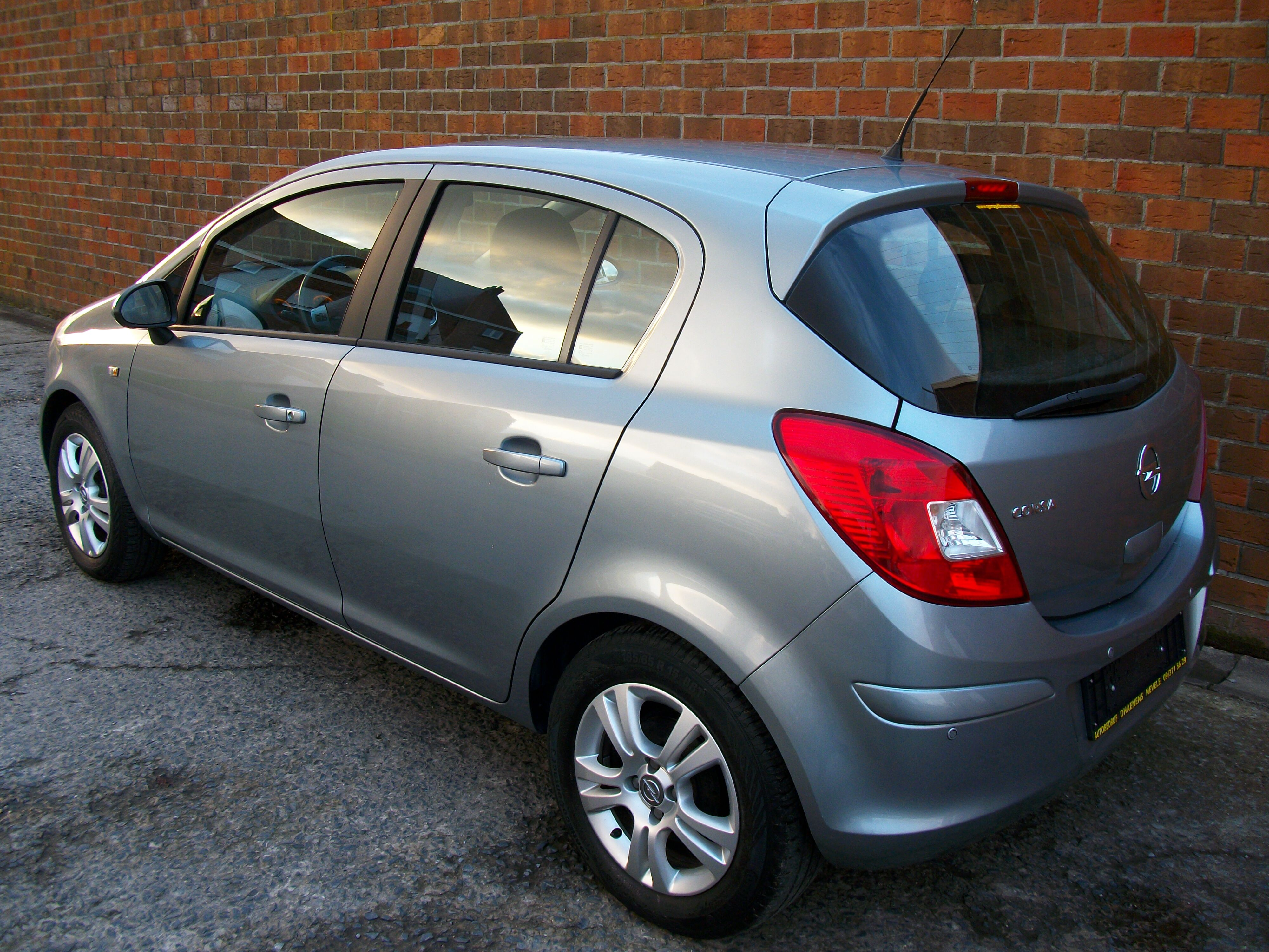 Opel CORSA - 2011 1.2 Benz - weinig kilometers 9/11