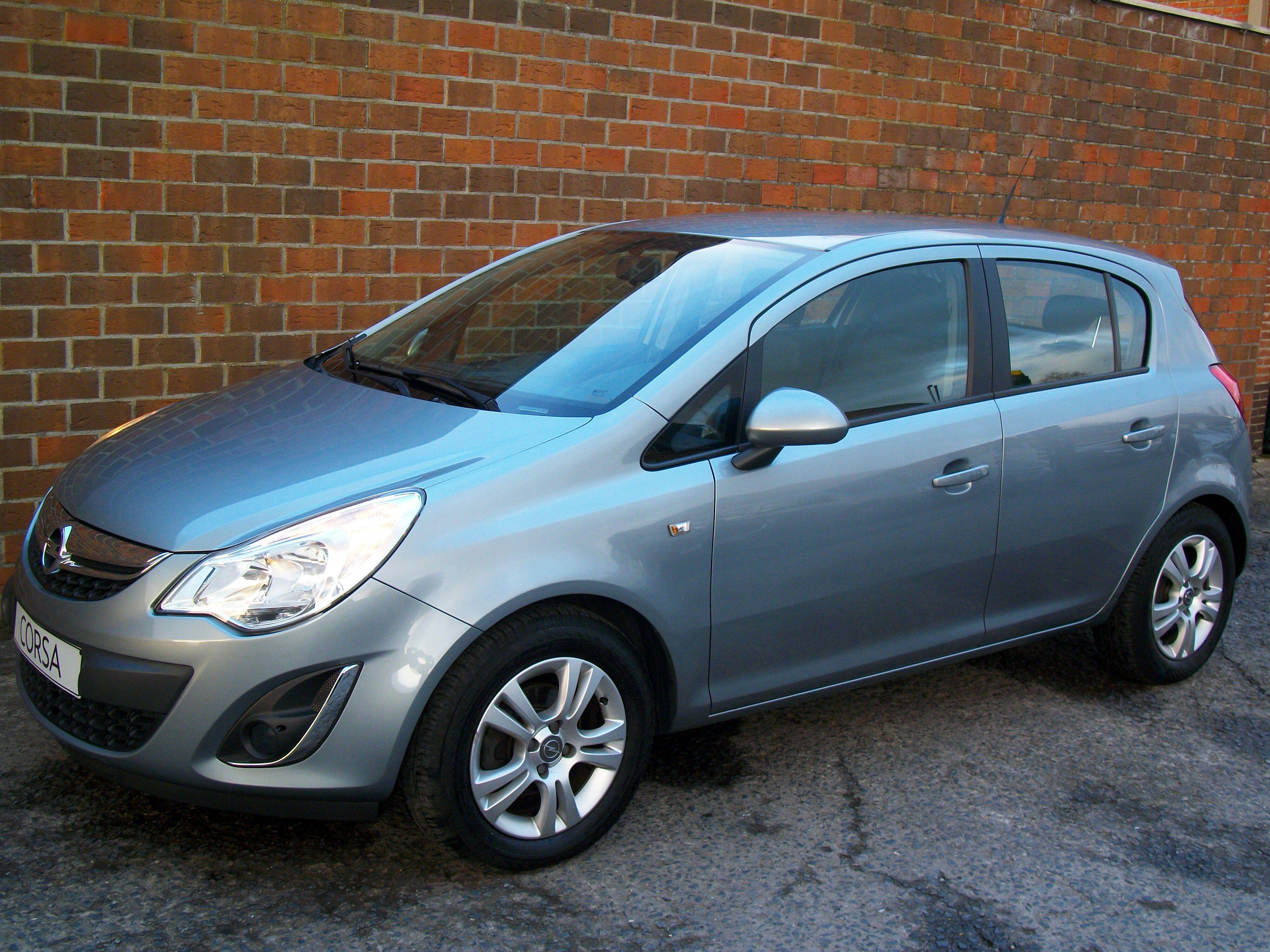 Opel CORSA - 2011 1.2 Benz - weinig kilometers 1/11
