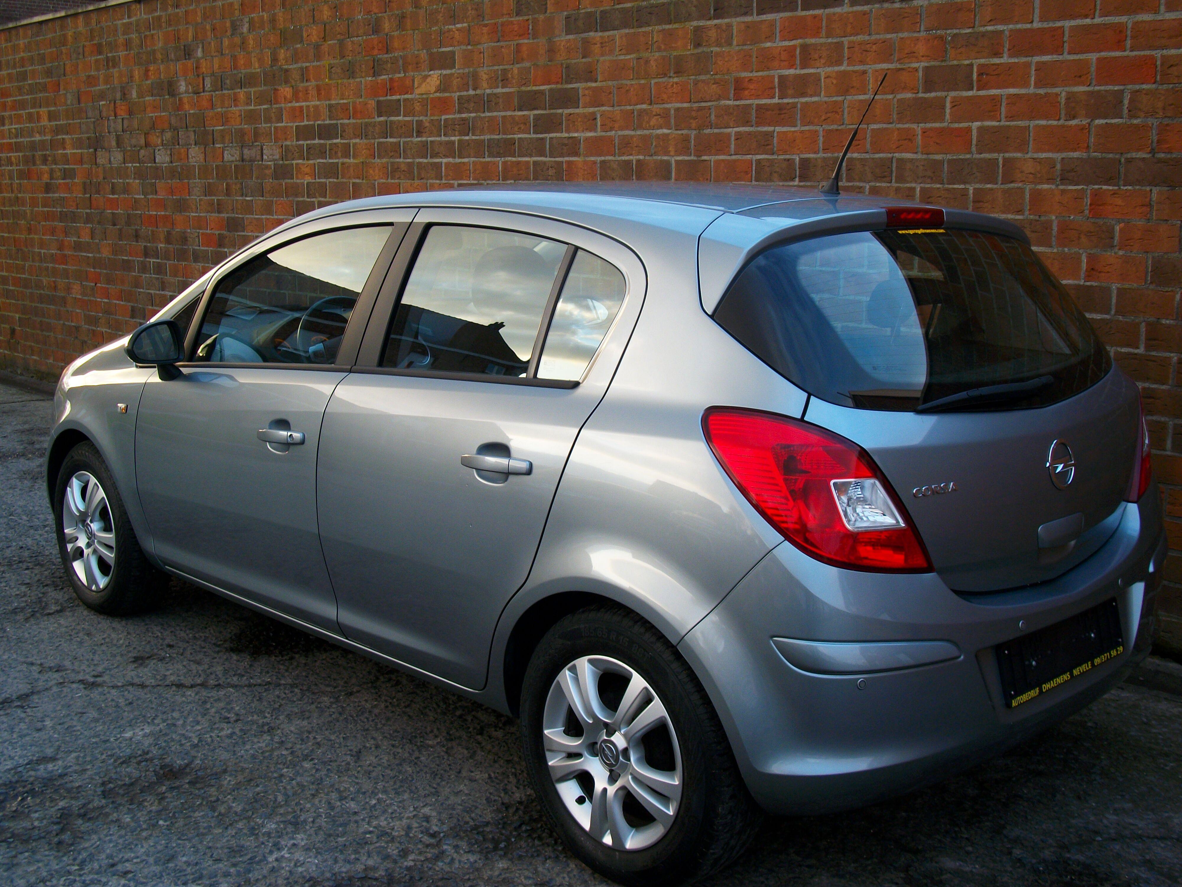 Opel CORSA - 2011 1.2 Benz - weinig kilometers 2/11