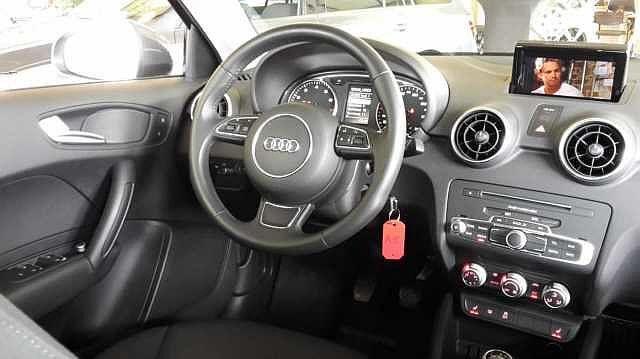 Audi A1 SPORTBACK 125pk benzine -Airco -GPS -Xenon -LED -Parkeersensoren 5/9