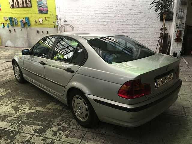 BMW 318 Saloon 4/10