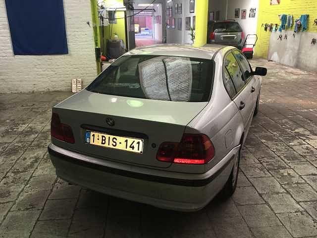BMW 318 Saloon 5/10