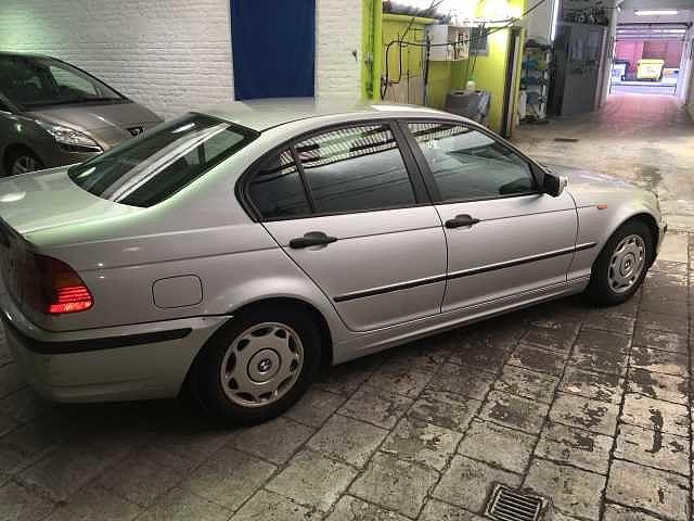 BMW 318 Saloon 6/10